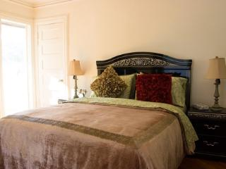 1 bedroom Bed and Breakfast with Internet Access in Brooklyn - Brooklyn vacation rentals