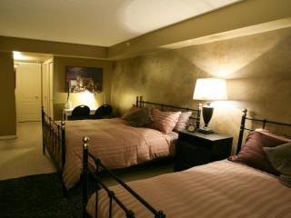 2 bedroom Condo with Internet Access in Edmonton - Edmonton vacation rentals