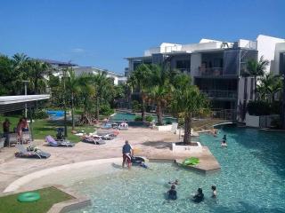 Drift Apartments Casuarina Beach 70 mt lagoon pool - Casuarina vacation rentals