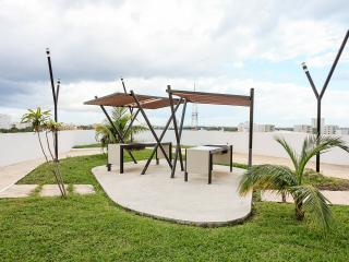 Lovely 2 bedroom apartment, the best view in town! - Cancun vacation rentals