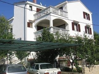 Sunny 1 bedroom Drage Apartment with Short Breaks Allowed - Drage vacation rentals