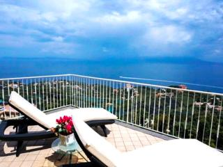 Amalfi Coast, sea view, private terrace, Villa Augusta B, free parking, sleeps 6 - Sorrento vacation rentals