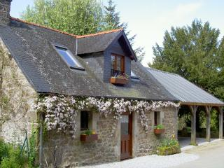 Charming cottage on 50 acre private estate - Rostrenen vacation rentals