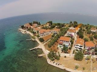 Nice Condo with Internet Access and Television - Preko vacation rentals