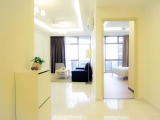 Cozy 2 bedroom Condo in Klebang Kechil - Klebang Kechil vacation rentals