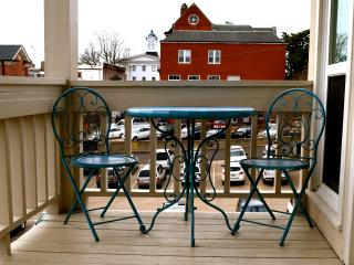 Spacious Downtown Townhouse With Private Parking - Oxford vacation rentals