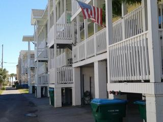 Coquina Cottage is less than a block to the Ocean! - Tybee Island vacation rentals