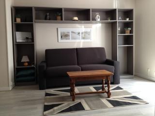 STUDIO 23M2 A 2 PAS DU MARCHE - La Rochelle vacation rentals