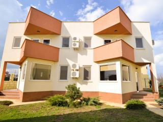 Bright 2 bedroom House in Mamaia - Mamaia vacation rentals