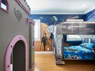 2 MINS Disneyland Star Wars Castle Room w/ Hot tub - Anaheim vacation rentals