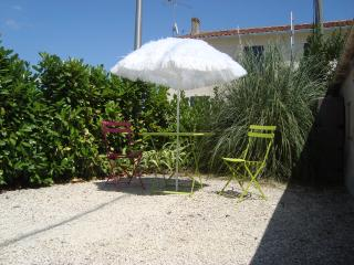 Self Catering flat near La Rochelle - Surgeres vacation rentals