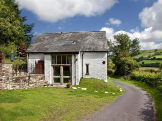 2 bedroom Cottage with Internet Access in Sennybridge - Sennybridge vacation rentals