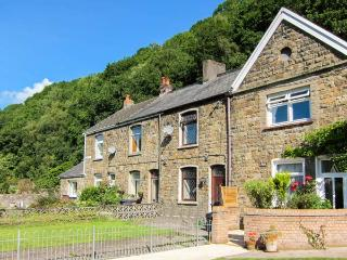 THE OLD SCHOOL, cosy cottage, courtyard, family accommodation, in Pontneddfechan, Ref 6120 - Pontneddfechan vacation rentals