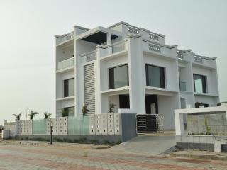 Extasea, the beach villa, 20 km from Mahabalipuram - Mahabalipuram vacation rentals