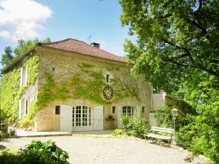 Charming and romantic Villa Petit Saussignac - Maubec vacation rentals