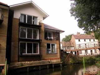 2 bedroom Condo with Washing Machine in Saint Neots - Saint Neots vacation rentals