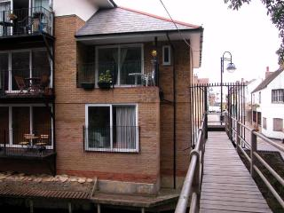 Cozy 2 bedroom Saint Neots Apartment with High Chair - Saint Neots vacation rentals