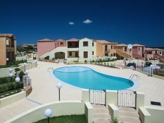 Trilocale con piscina vicino Porto Istana - Murta Maria vacation rentals