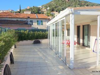 JdV Holidays Apt Clementinier, top floor apartment with fabulous roof terrace! - Mandelieu La Napoule vacation rentals