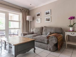 upmarket 2 bedrooms apartment next to Sandton City - Sandton vacation rentals