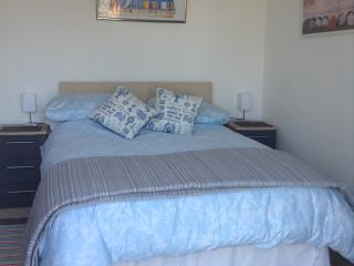Beautiful 1 bedroom Perranporth Chalet with Internet Access - Perranporth vacation rentals
