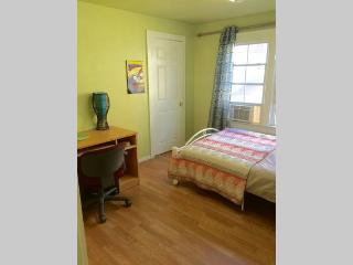 4 bedroom Private room with Internet Access in Los Angeles - Los Angeles vacation rentals