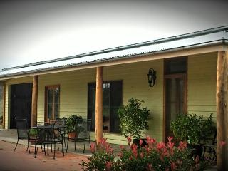 Watton Cottage - private access to river frontage - Bathurst vacation rentals