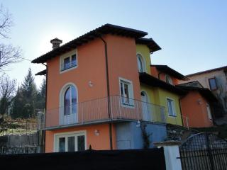 Zia Iole, good base for exploring, pool, WIFI - Gallicano vacation rentals