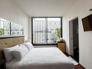 24lh Hotel - deluxe room with American breakfast - Bangkok vacation rentals
