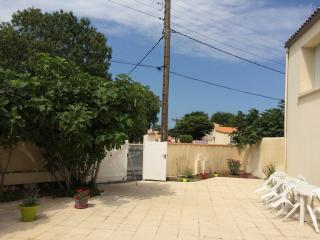 Bright 4 bedroom House in Aytre - Aytre vacation rentals