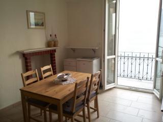 Appartamento in casa  a pochi passi dalla spiaggia e con vista lago - Colonno vacation rentals