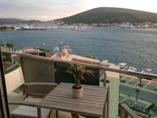 ARTHOUSE NO:3 CENTRE OF ÇEŞME BY STUNNİNG SEA VİEW - Cesme vacation rentals