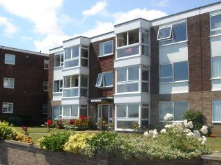 Flat A Queens House, The Esplanade, Frinton on Sea - Frinton-On-Sea vacation rentals