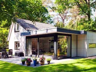 """Vrijstaand vakantiehuis op bospark """"Hoogwolde"""" - Nunspeet vacation rentals"""