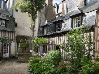 TY CHARM - Maison en plein centre historique - Rennes vacation rentals