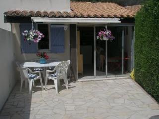 Jolie petite maison dans une résidence avec piscin - La Croix-Valmer vacation rentals