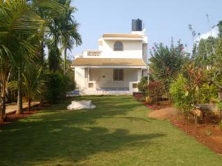 Yelagiri Hills Lovely ind. Cottage near lake - Yelagiri vacation rentals