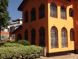 Bright 5 bedroom Nairobi House with Internet Access - Nairobi vacation rentals