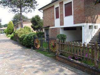 Villetta al 1° piano con ampio giardino su 4 lati - Lido delle Nazioni vacation rentals
