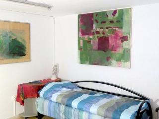 Bed in 5-Bed Mixed Dormitory Room (12) - Gedera vacation rentals