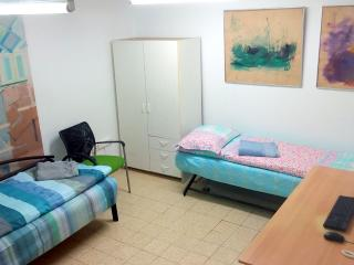 Bed in 5-Bed Mixed Dormitory Room (13) - Gedera vacation rentals