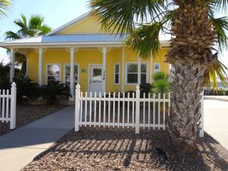 3 bed 2 bath with deck, close to pool.  Boardwalk! - Port Aransas vacation rentals
