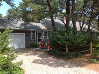 Classic Cottage, walk to Private Beach/ Wiley Park - Eastham vacation rentals
