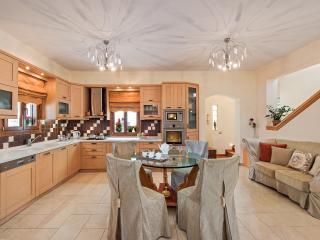 Nice House with Internet Access and A/C - Fira vacation rentals