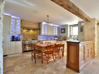 Lovely 5 bedroom Castelmoron-sur-Lot House with Internet Access - Castelmoron-sur-Lot vacation rentals