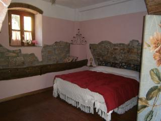 Charming B&B with Internet Access and Garden in Capolona - Capolona vacation rentals