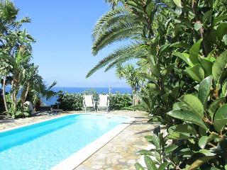 Villa Virginia - Casa vacanze con piscina e giardino privato a Reggio Calabria - Bocale vacation rentals