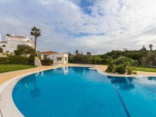 CARVOEIRO Beautiful 2 bed villa, sea view & pool. - Carvoeiro vacation rentals