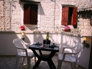 Charming 1 bed apartment right in heart of Trogir old town - Trogir vacation rentals