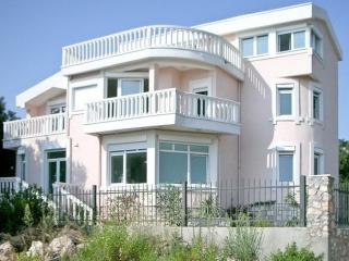 3-storey Villa in Poljuskovo 50 m from the beach - Utjeha vacation rentals
